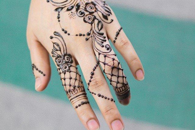 Unique-Finger-mehndi-design